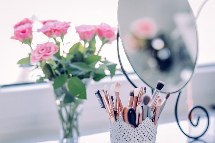 makeup-2589040_960_720.jpg